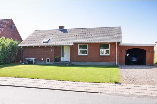 Villa på Lomborgvej i Lemvig - Set fra vejen