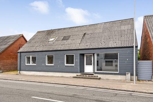 Villa på Brogade i Bækmarksbro - Ejendommen
