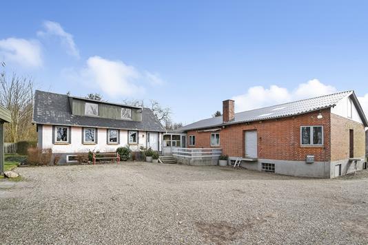 Villa på Ljørringvej i Aulum - Ejendommen