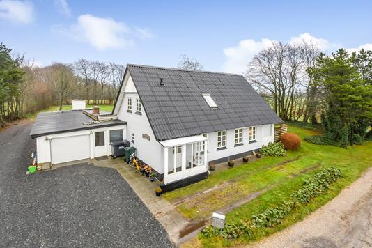 Villa på Kirkevej i Hejnsvig - Ejendommen