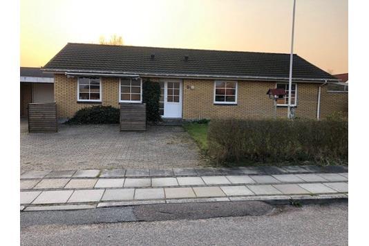 Villa på Rønnebærvej i Frøstrup - Facade