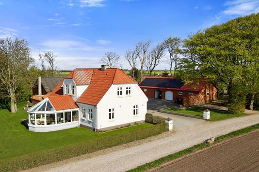 Landejendom på Nissedalsvej i Nykøbing M - Ejendommen