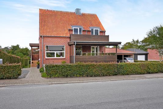 Villa på Kastanie Alle i Nykøbing M - Ejendommen
