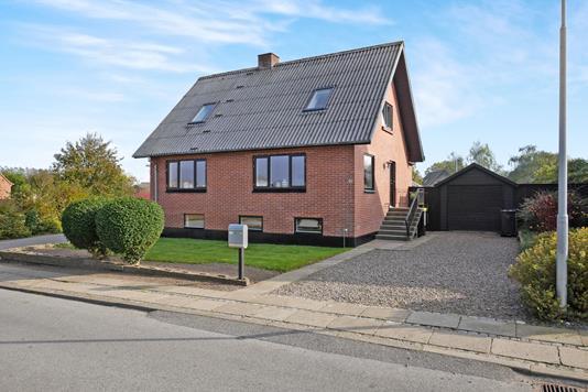 Villa på Gammel Landevej i Nykøbing M - Ejendommen