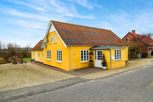 Villa på Strandgaden i Nykøbing M - Ejendommen