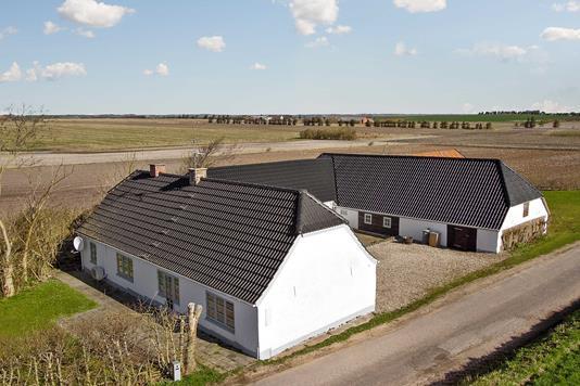 Villa på Næsørevej i Karby - Ejendommen