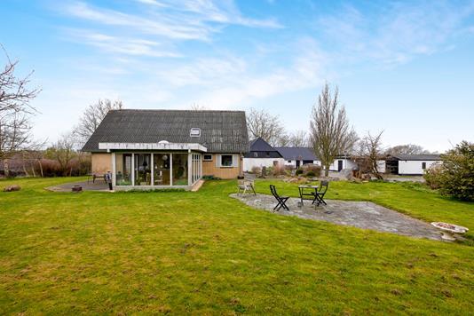 Villa på Agerøvej i Karby - Ejendommen