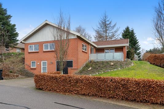 Villa på Lærkebakken i Løgstrup - Ejendom 1