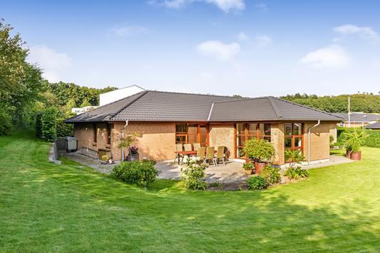 Villa på Fægteborgbakken i Løgstrup - Ejendommen