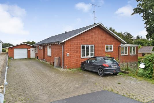 Villa på Frederiksberg Bakke i Tjele - Ejendommen