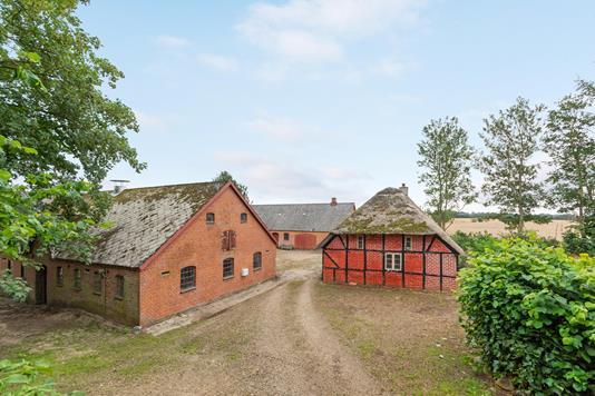 Landejendom på Brokhusvej i Kjellerup - Ejendommen