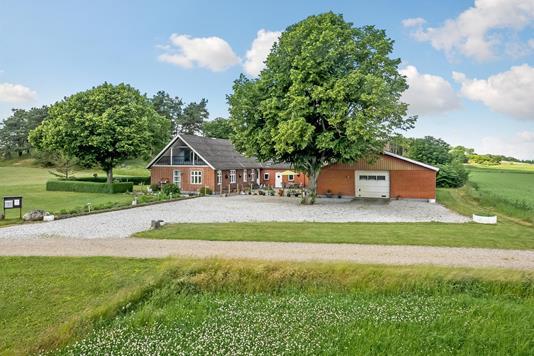 Villa på Nedermarksvej i Ans By - Ejendommen
