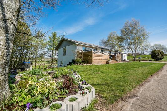Villa på Hindbjergvej i Kjellerup - Ejendommen