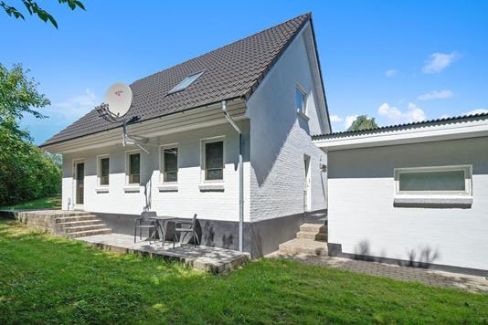 Villa på Erik Glippings Vej i Ans By - Ejendommen