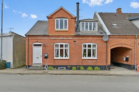 Villa på Jens Møllers Gade i Kjellerup - Ejendommen