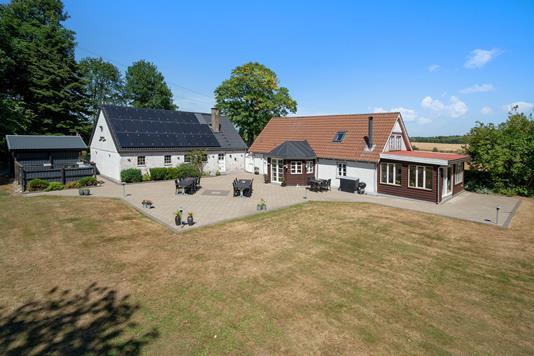 Villa på Hingeballevej i Kjellerup - Mastefoto