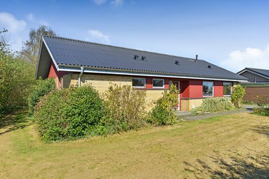 Villa på Kong Valdemars Vej i Kjellerup - Ejendommen