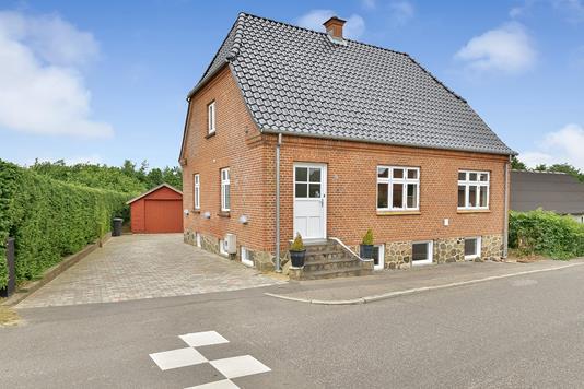 Villa på Nørrevangsvej i Kjellerup - Ejendommen