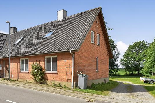 Villa på Pederstrupvej i Kjellerup - Ejendommen