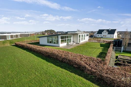 Villa på Højdedraget i Støvring - Set fra haven