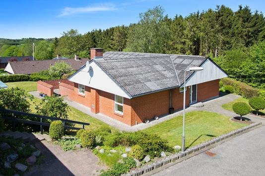 Villa på Fyrrebakken i Støvring - Ejendommen