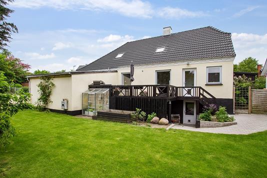 Villa på Trængstrupvej i Suldrup - Set fra haven