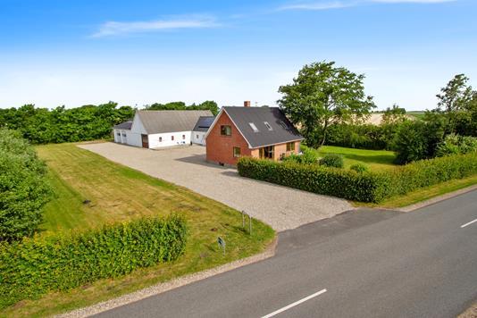 Villa på Gammel Viborgvej i Støvring - Set fra vejen