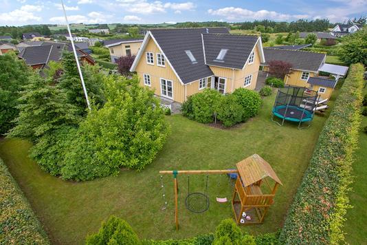 Villa på Hanebuen i Skørping - Set fra haven