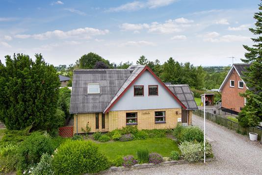 Villa på Hjedsbækvej i Suldrup - Ejendommen