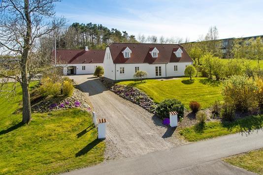 Villa på Over Bækken i Støvring - Ejendommen