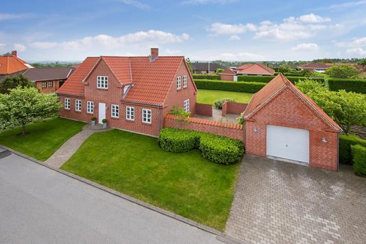 Villa på Hulvejen i Støvring - Ejendommen