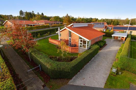 Villa på Dalgården i Støvring - Set fra vejen