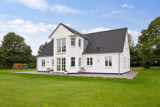Villa på Hobrovej i Støvring - Ejendommen