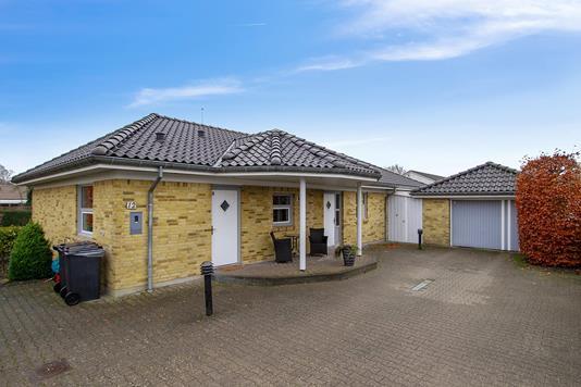 Villa på Poppelvej i Arden - Set fra vejen
