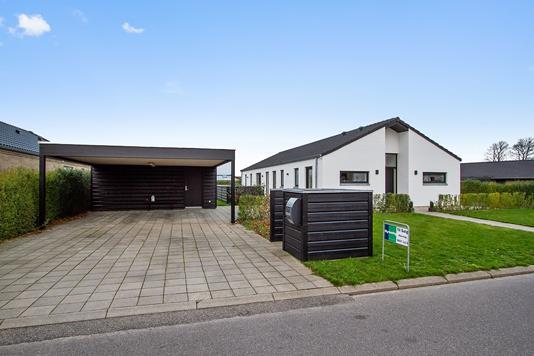 Villa på Ledvogtervej i Støvring - Set fra vejen