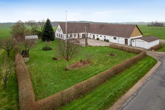 Villa på Abildgårdsvej i Nibe - Set fra vejen