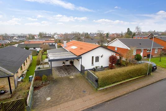 Villa på Bakkevej i Støvring - Ejendommen