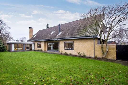 Villa på Mosbæksalle i Støvring - Ejendommen
