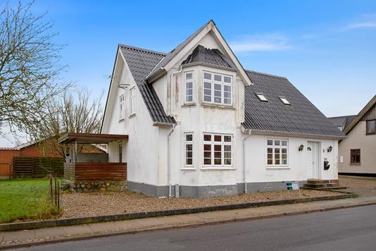 Villa på Veggerbyvej i Suldrup - Set fra vejen
