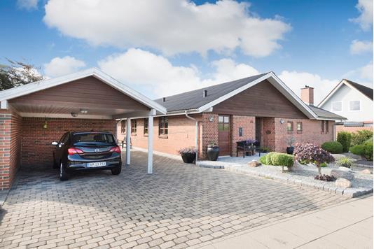 Villa på Digetsvej i Strandby - Ejendommen