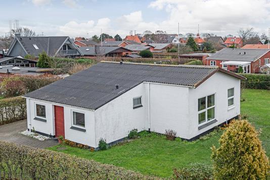 Villa på L.P. Houmøllers Vej i Frederikshavn - Ejendommen
