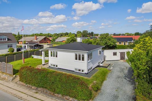 Villa på Strandvej i Strandby - Ejendommen