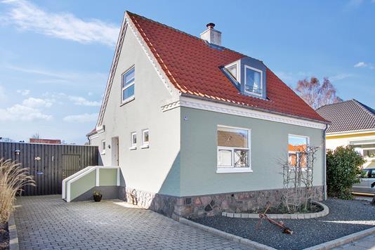 Villa på Rosevej i Frederikshavn - Set fra vejen