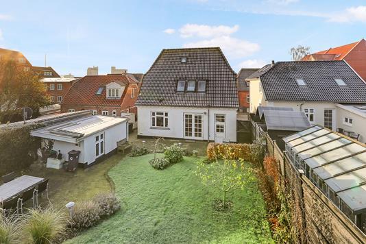Villa på Bondropsgade i Nørresundby - Ejendommen
