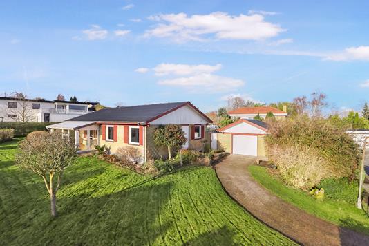 Villa på Blomsterskrænten i Nørresundby - Ejendommen