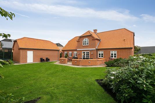 Villa på E.J. Overbyes Vej i Vadum - Ejendommen