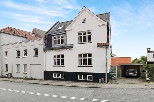 Villa på Kirkegade i Nørresundby - Ejendommen