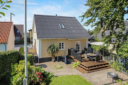 Villa på Lindholmsvej i Nørresundby - Ejendommen