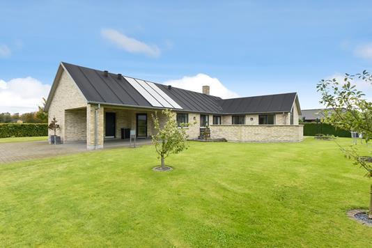 Villa på Rævdalslunden i Dronninglund - Ejendommen