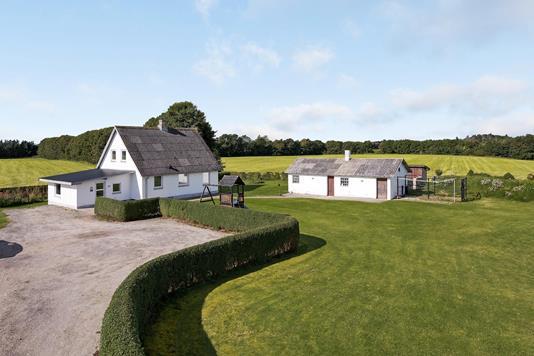 Villa på Pletvej i Sindal - Ejendommen